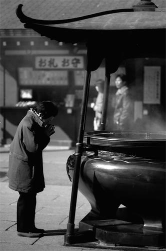 Praying Woman @ Tokyo
