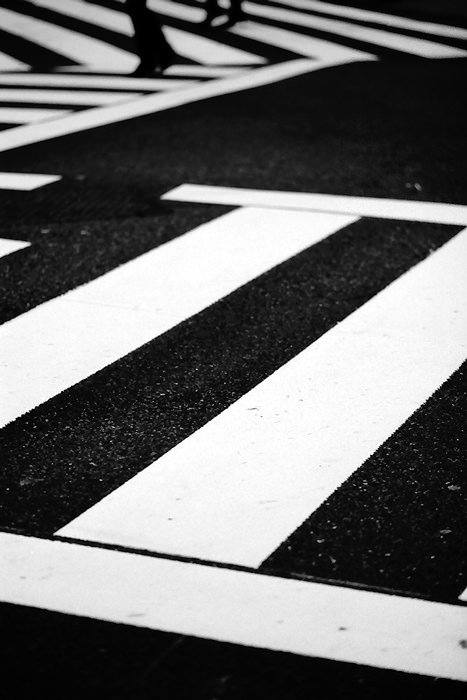 white lines in pedestrian crossing