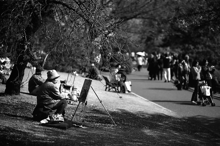 painter under the tree