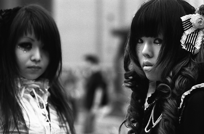 Two youngsters in lolita fashion