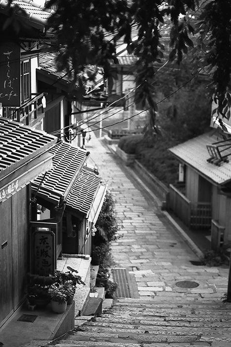 祇園の石畳の道