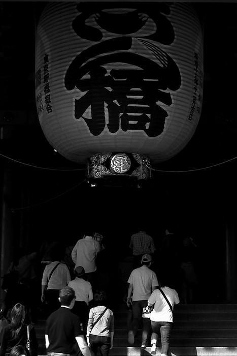 People Under The Big Lantern (Tokyo)