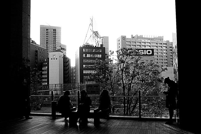 Girl Beside The Pillar (Tokyo)