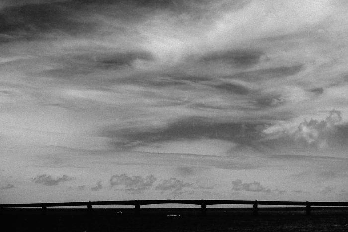 池間大橋のシルエット