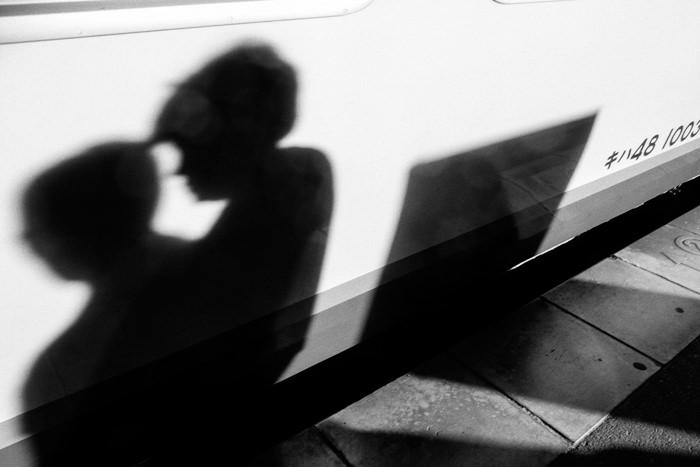 車体に落ちた影