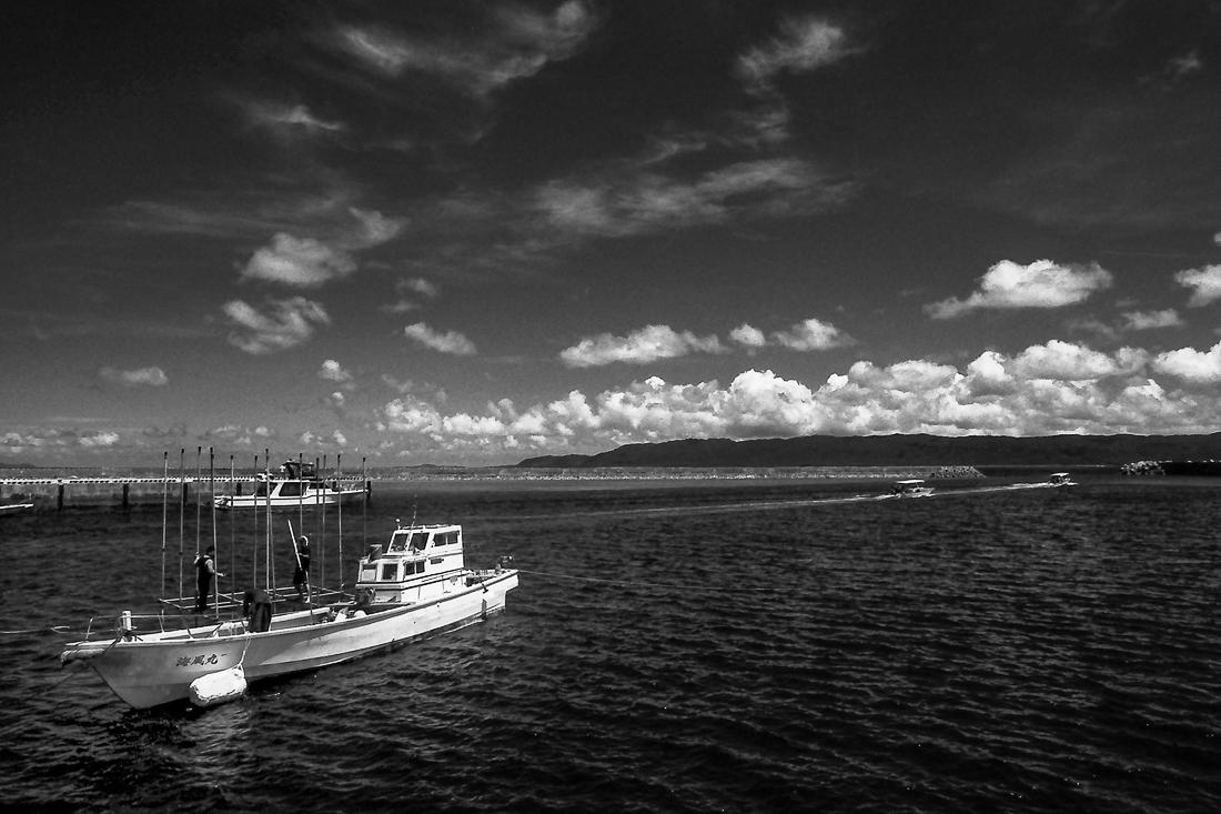 鳩間港の漁船