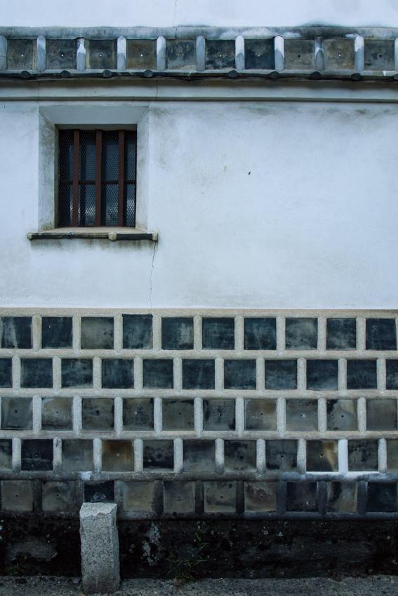 なまこ壁の窓