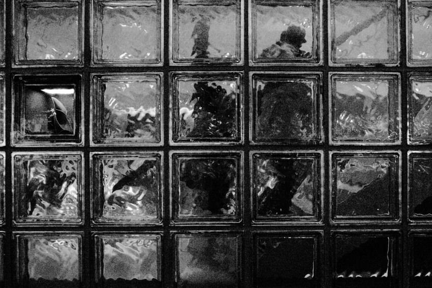 ブランドショップのガラスの壁