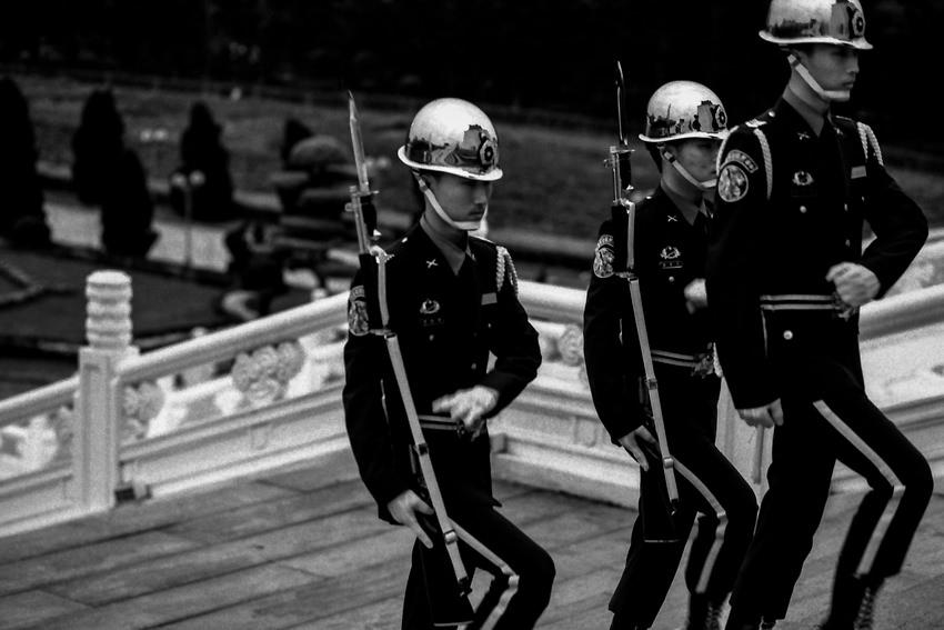 階段の上の衛兵