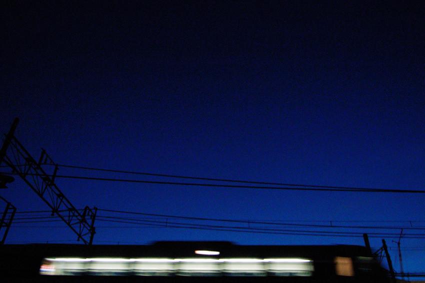 暗闇を走る電車
