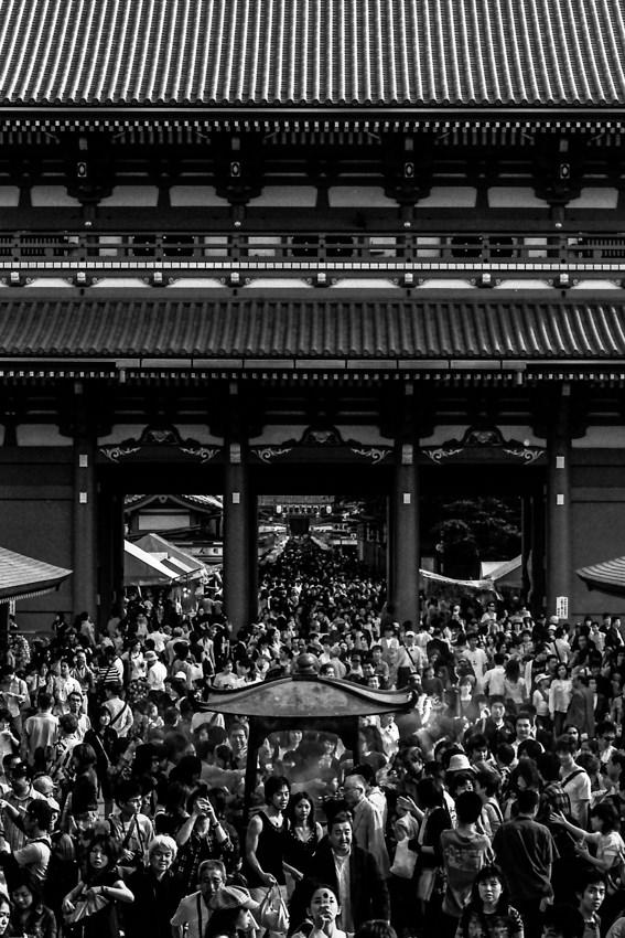 混雑した浅草寺の境内