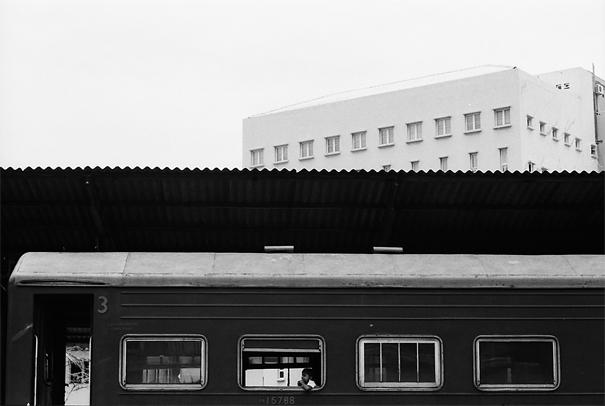ゴール駅に停車中の列車