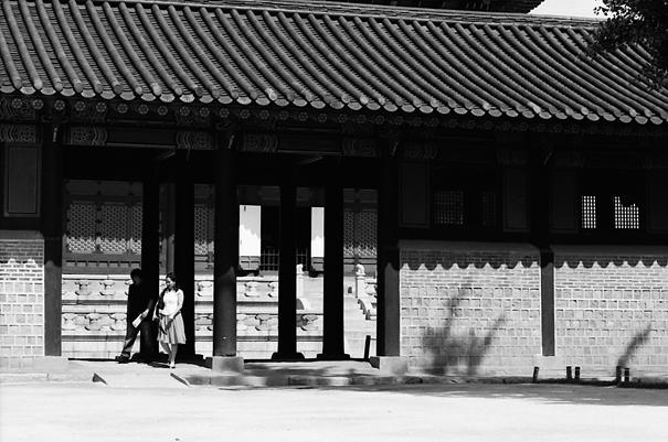 景福宮を散策するカップル