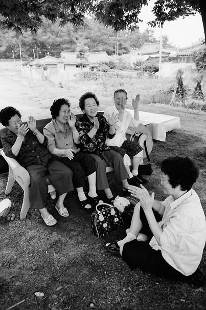 Women Singing Together (South Korea)