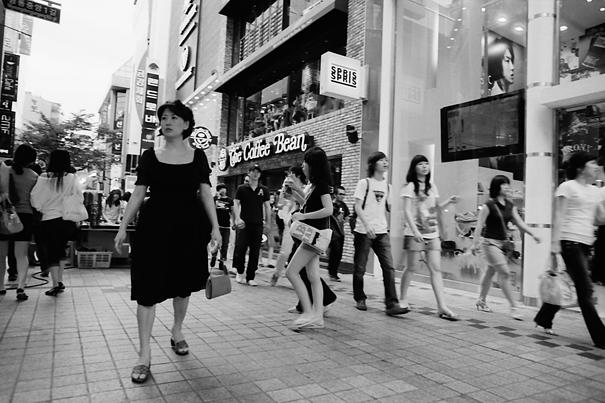 黒を纏った女性
