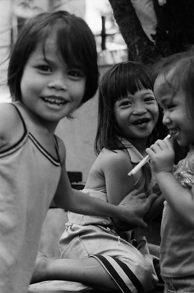 騒ぎ出した三人の女の子 @ フィリピン