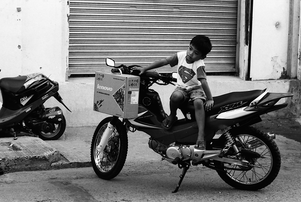 ビガンにいたちっちゃなスーパーマン (フィリピン)