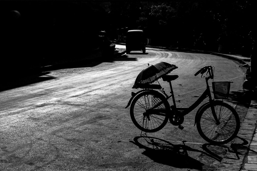 Umbrella put on bicycle