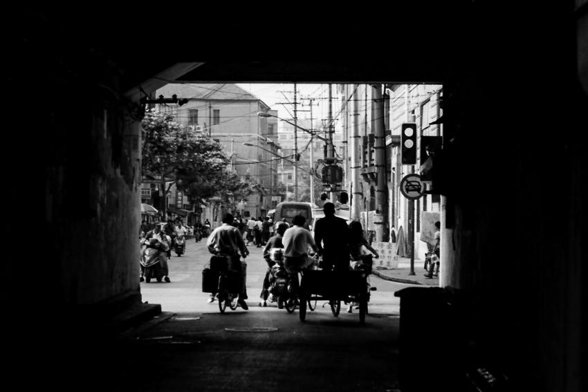 トンネルを抜け出た自転車たち