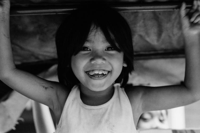 朗らかに笑う女の子