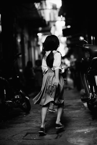 Girl Runs Away @ Vietnam