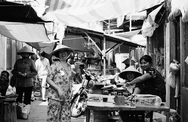 Smiles In The Street Market @ Vietnam