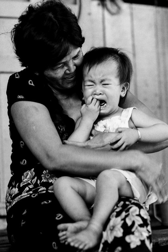 泣きわめく赤ん坊