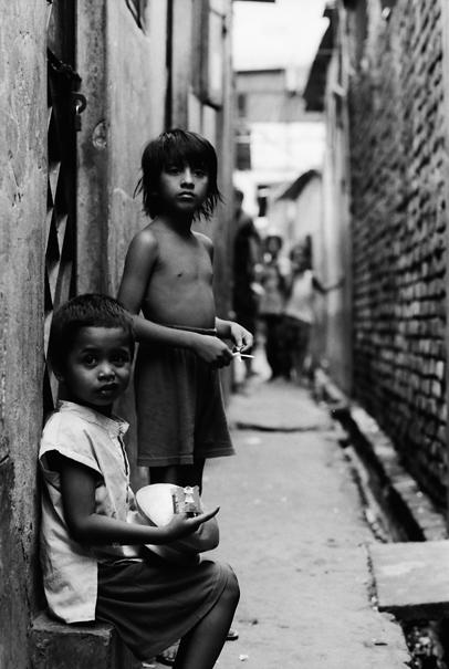路地裏の子ども