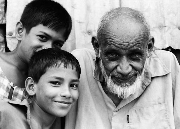 二人の男の子と一人の老人