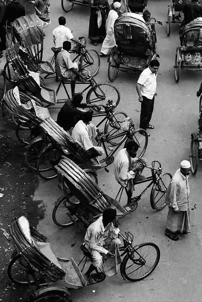 Cycle rickshaw lining up