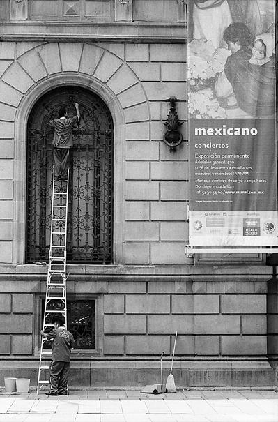 Man cleaning lattice