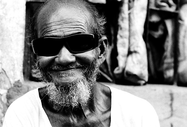 Old man wearing fine-looking sunglasses