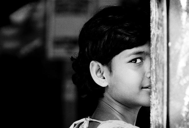 Sidelong glance of girl