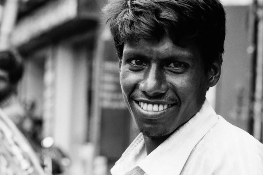 真っ白な歯を持つ男