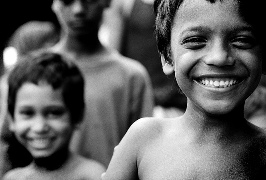 楽しそうに笑う男の子