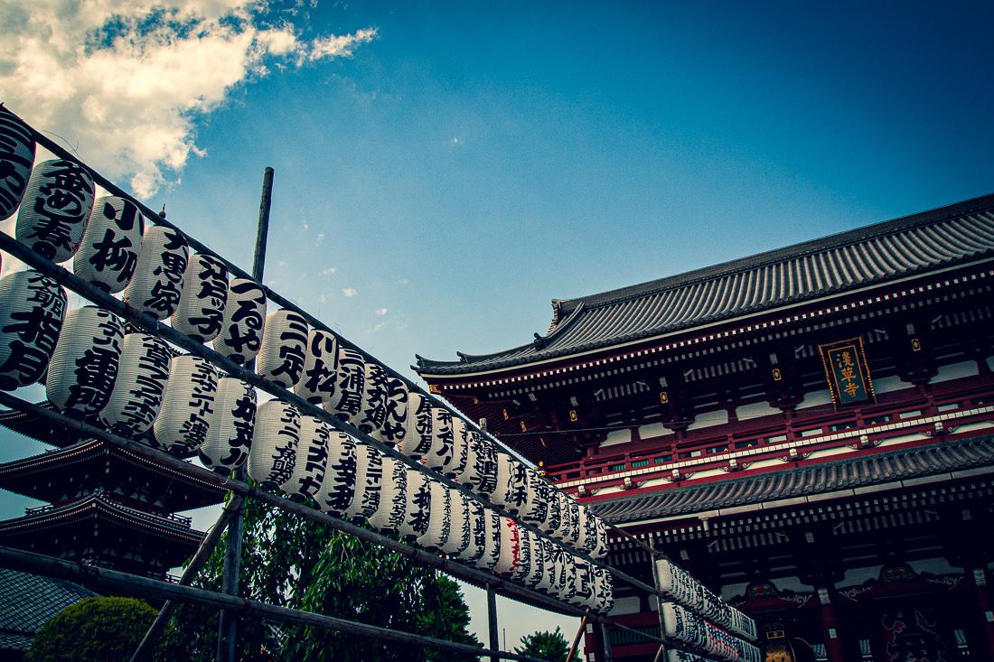 浅草寺の提灯と宝蔵門
