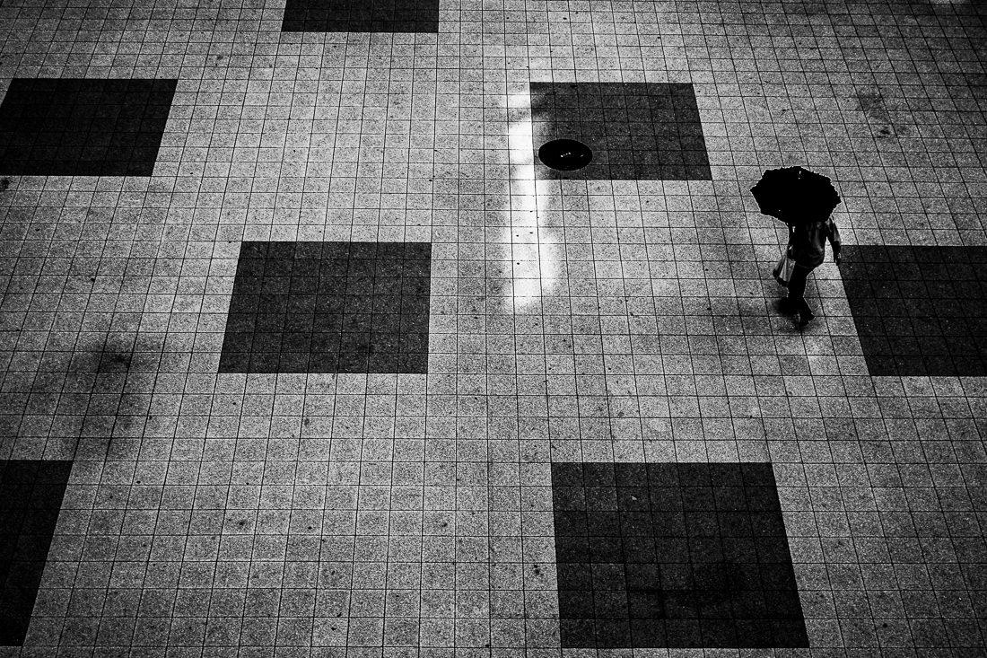 Umbrella walking between squares
