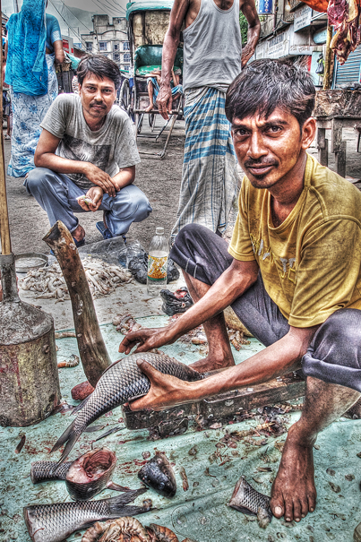 Man cutting fishes