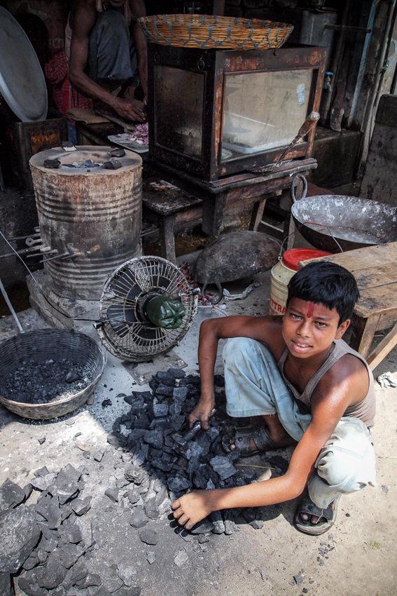 炭を売る男の子