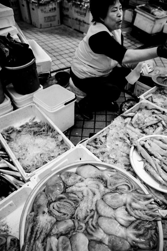 蛸を売る女