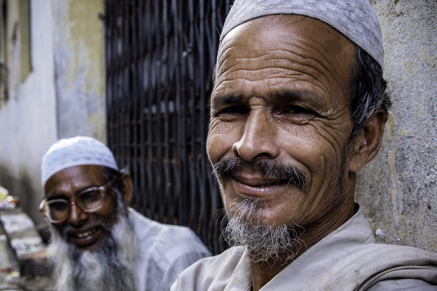 Men wearing taqiyah