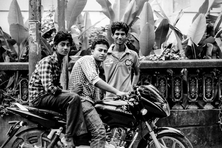 バイクと三人の男