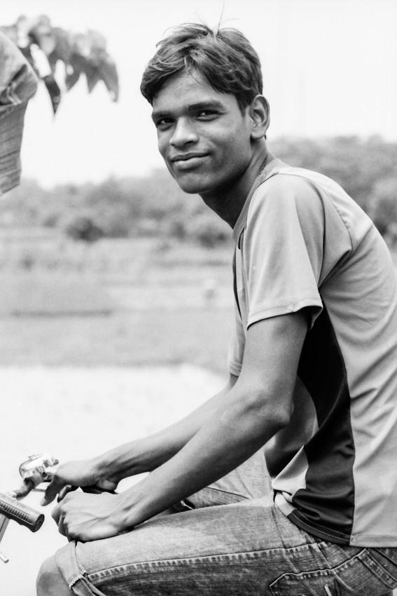 笑顔の若い男
