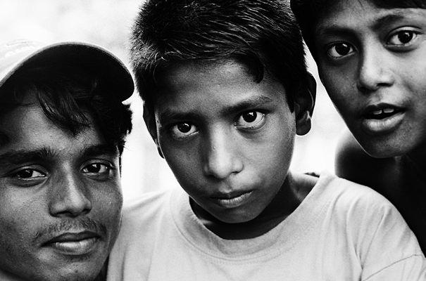 Six Eyes Toward Me (India)