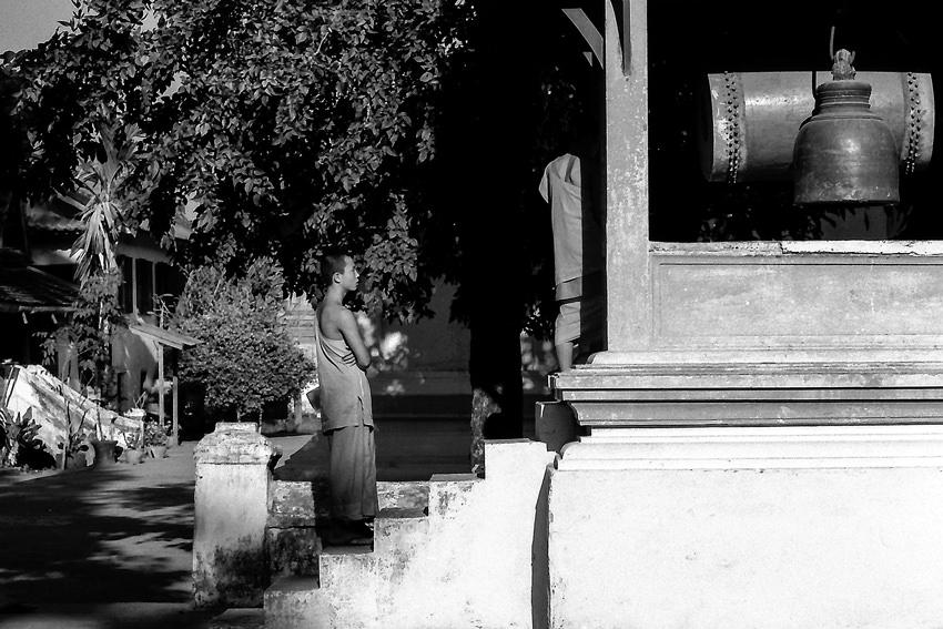 僧侶と太鼓と鐘
