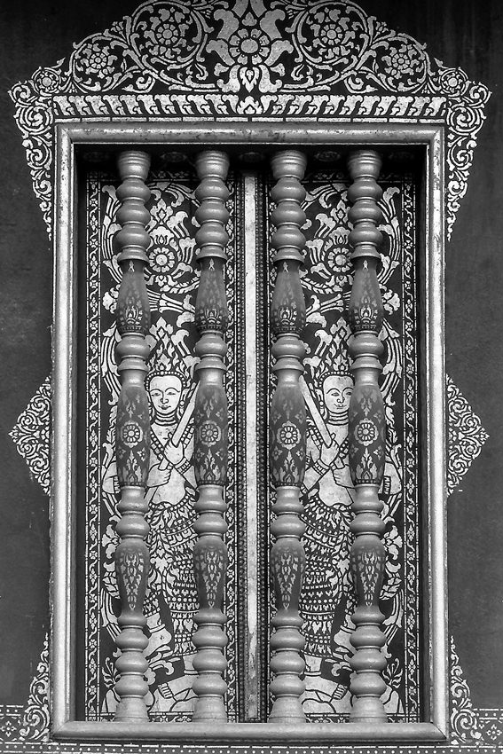 寺院の窓の装飾