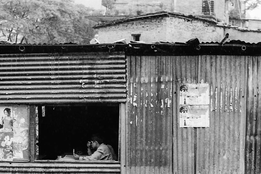 トタン屋根の窓