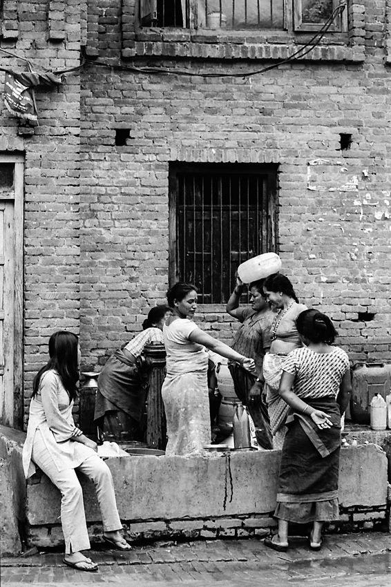 井戸の周りにいた女たち