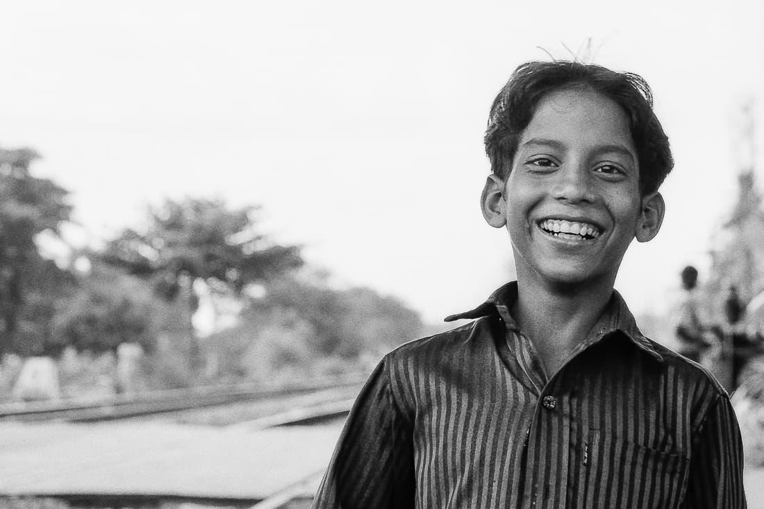 踏切で出会った男の子の笑顔