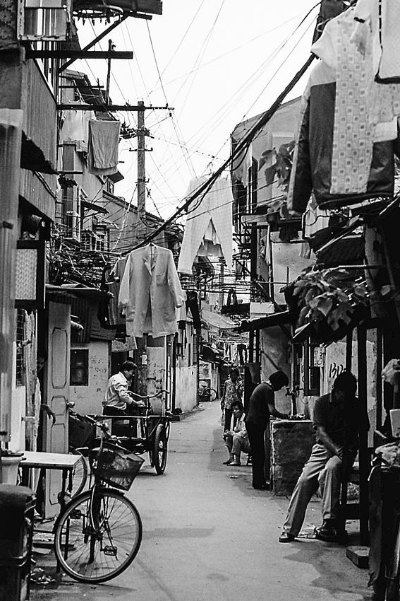 Pell-mell alleyway